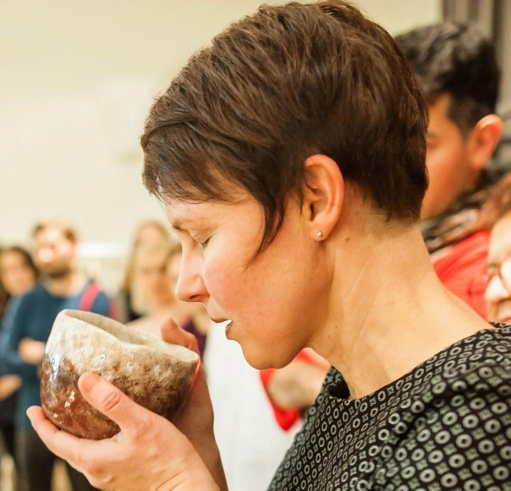 B.Kelerienė įsitikinusi, kad pagrindinė keramikos funkcija – nuraminti žmogų, leisti pajusti šilumą. Beatričės Kelerienės asmeninio archyvo nuotr.