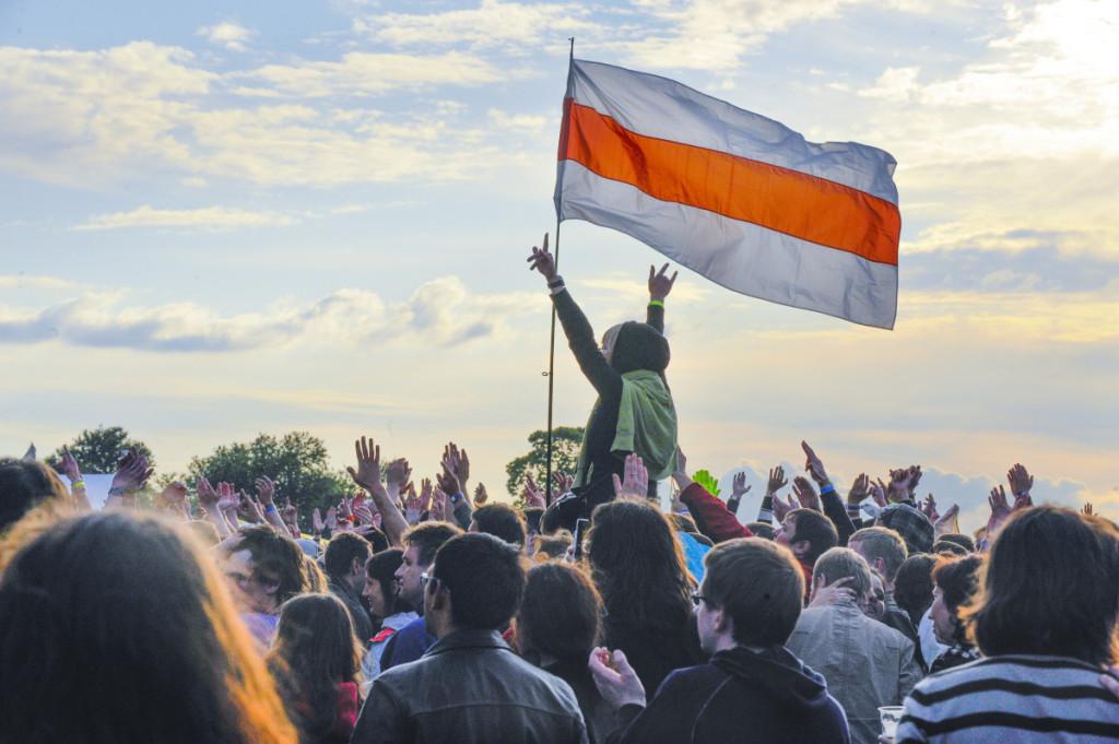 Baltarusijoje plazdant dabartinei valstybės vėliavai senieji simboliai kantriai laukia savo eilės. P. Lileikio nuotr.