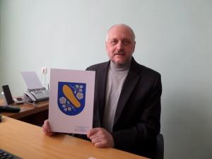 L. Juzėnas sakė, kad miestelio herbą sukūrė dailininkas prof. J. Galkus. J. Žurauskienės nuotr.