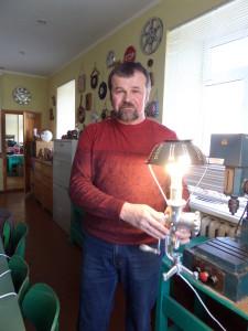 K. Stankevičius ir mokiniai kuria nepakartojamą grožį iš metalo, medžio, stiklo ir plastiko. J. Žurauskienės nuotr.