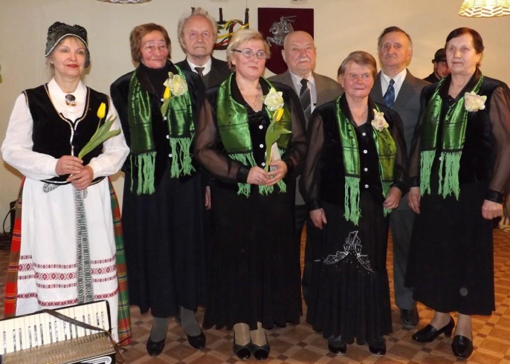 """Neįgaliųjų ansamblis """"Viltis"""" yra įvairių šventinių koncertų dalyvis.  Veiverių seniūnijos bendruomenės centro nuotr."""