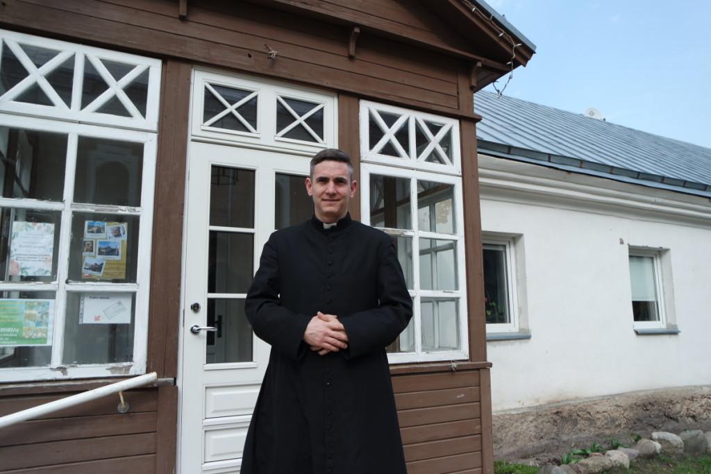 Vienuolis kunigas Domingo tapo jaunimo dvasiniu lyderiu. V. Tavorienės nuotr.