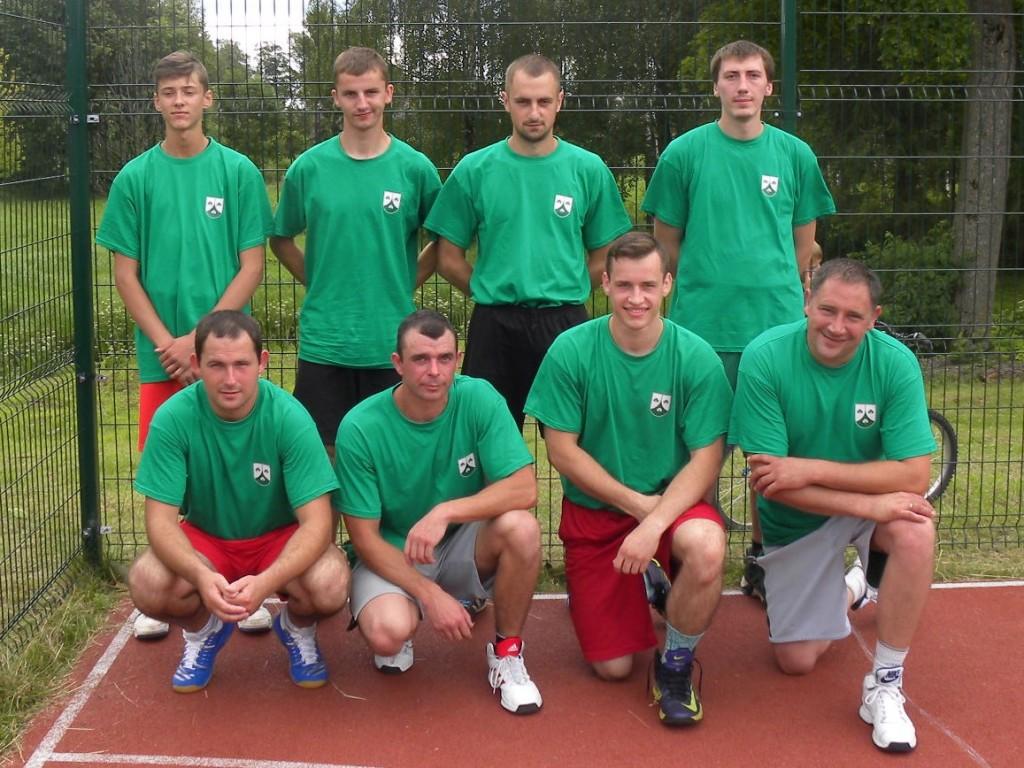 Pumpėniškių krepšininkų komanda.  Pumpėnų miestelio bendruomenės archyvo nuotr.