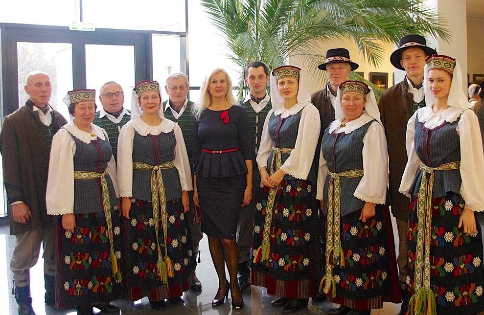 Nuo 1983 m. Veiverių kultūros ir laisvalaikio centro liaudies šokių kolektyvui  ,,Tryptinis'' vadovauja J.Beikauskienė. R. Kazakevičienės nuotr.