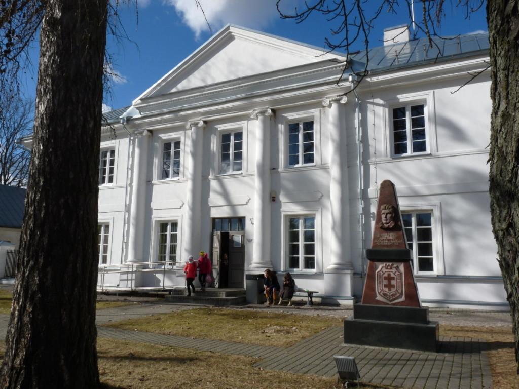 Šiame name 2008 m. įrengta ekspozicija, skirta legendiniam Lietuvos partizanui Juozui Lukšai-Daumantui ir jo šeimai. R. Kazakevičienės nuotr.