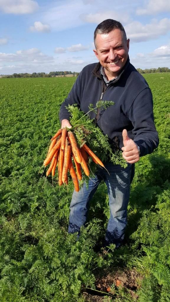 L.Šateikos teigimu, liepos pabaigoje planuojama pradėti imti šviežią morkų derlių.  Asmeninio archyvo nuotr.