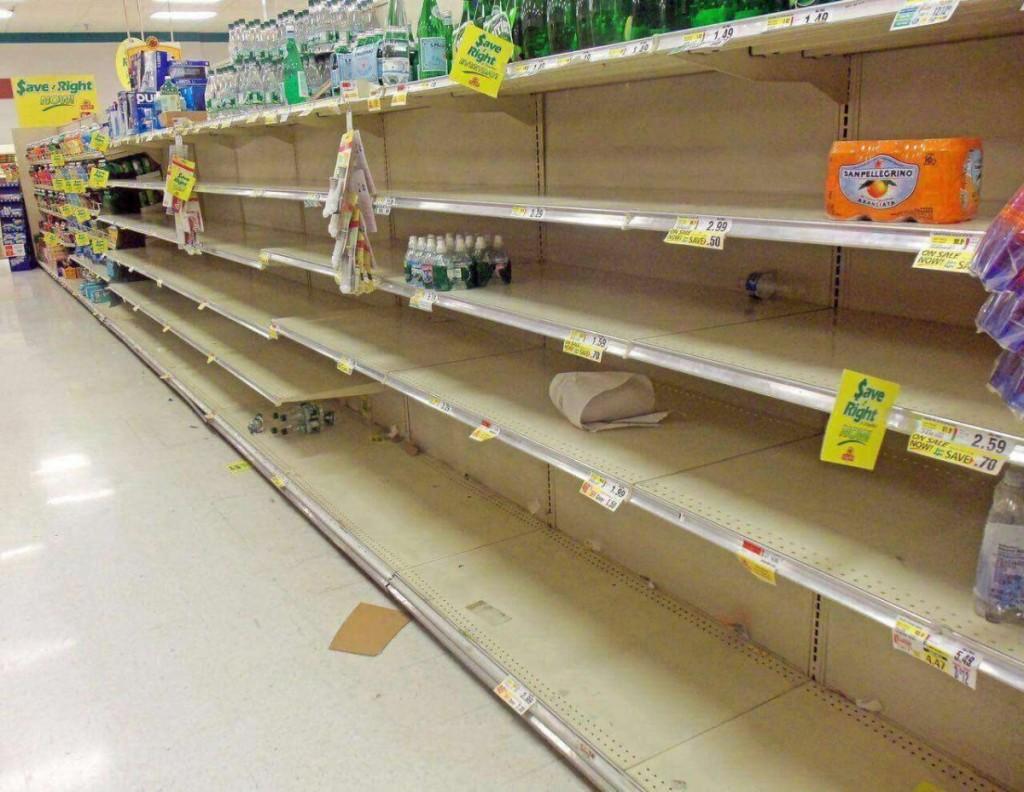 Žinia apie blokadą Katare sukėlė paniką: beregint ištuštėjo parduotuvių lentynos. Scanpix nuotr.