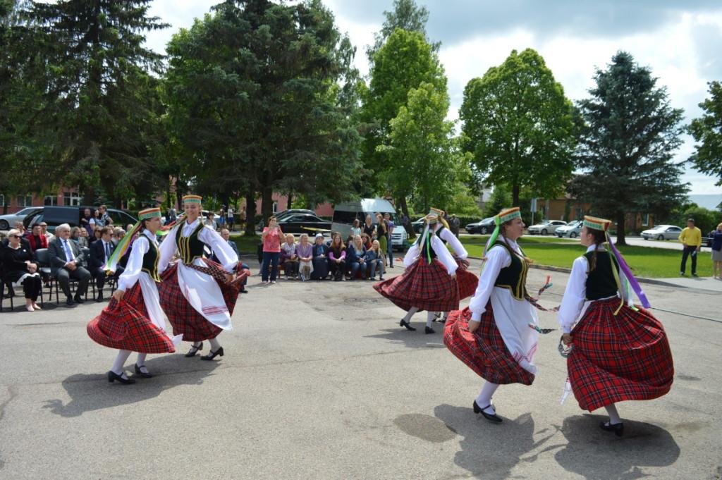 Truskavos kultūros centro sokiu kolektyvas - Truskavos kultūros centro kolektyvai dalyvauja įvairiuose renginiuose. Algimanto Barzdžiaus nuotr.