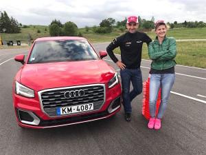 """""""Tinkamiausias apavas vairavimui- sportinė avalynė"""",-teigė V. Matačiūnaitė ir V. Švedas."""