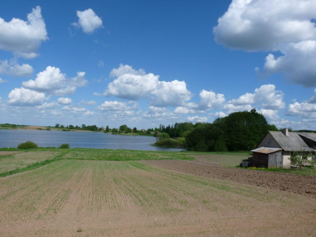Miestelis glaudžiasi prie Šventežerio ežero. R. Kazakevičienės nuotr.