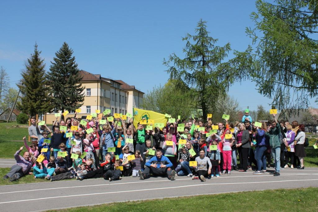 Šventežerio jaunieji valančiukai prisijungė prie bėgimo už blaivią Lietuvą. Mokyklos nuotr.