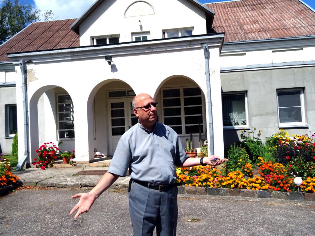 Dvasinę tarnystę Seirijuose atliekantis klebonas S. Bitkauskas džiaugėsi, kad miestelio gyventojai yra pamaldūs. Rimos Kazakevičienės nuotr.