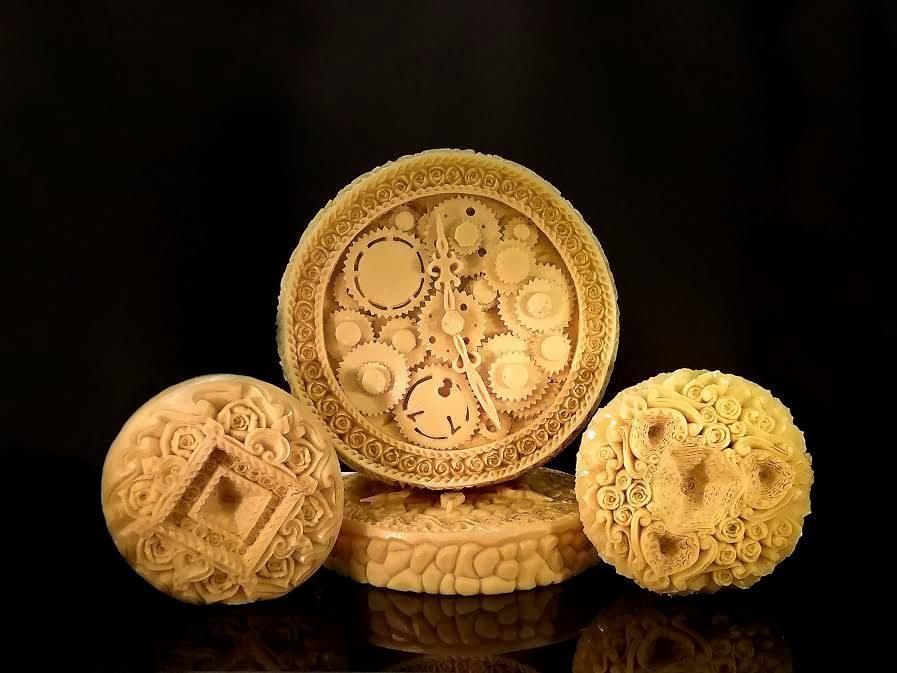 Iš sūrio išdrožinėjusi laikrodį, menininkė praėjusiais metais iš pasaulio virėjų olimpiados parsivežė sidabro medalį. Asmeninio archyvo nuotr.