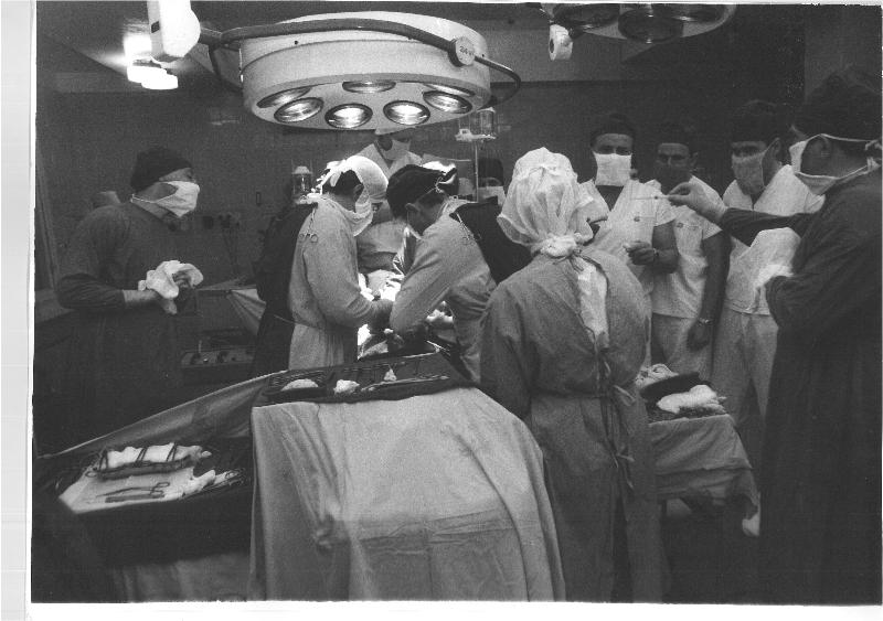 P. Katkausko nuotraukoje - pirmosios širdies persodinimo operacijos, atliktos 1987 m. rugsėjo 2 d. Vilniaus respublikinėje ligoninėje akimirkos.