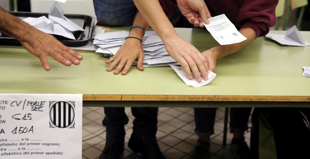 Daugiau kaip 90 proc. referendumo dalyvių balsavo už Katalonijos nepriklausomybę.  Scanpix nuotr.
