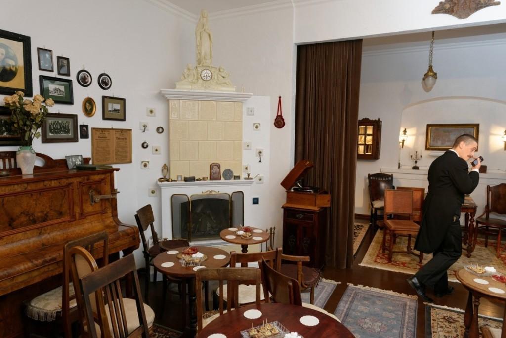 Arbatvakariams Eglė ilgai ieškojo jaukių patalpų, kurios tapo savais namais. Asmeninio archyvo nuotr.