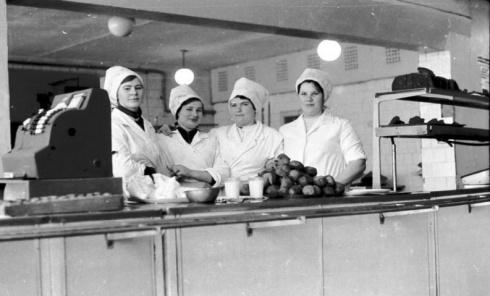 Anykščių vyno gamyklos valgykla, 1978 m. Girčio Izidoriaus nuotrauka