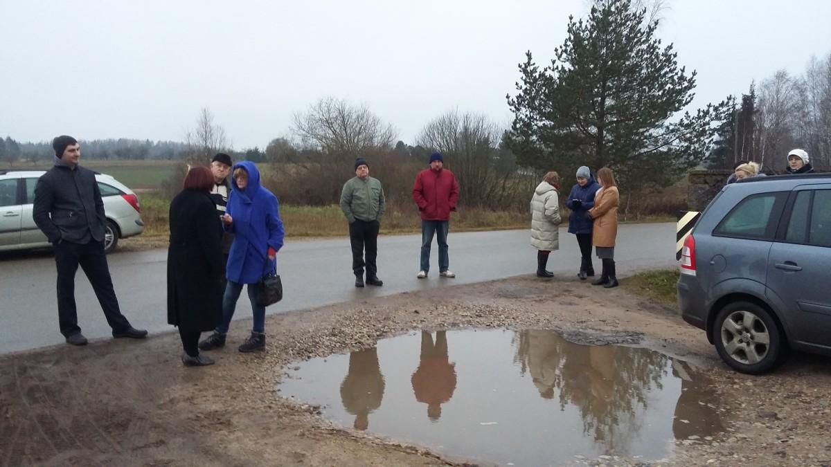 Kriaunų žmonės tvirtina, kad jau dabar jie savo artimuosius laidoja į vandenį.
