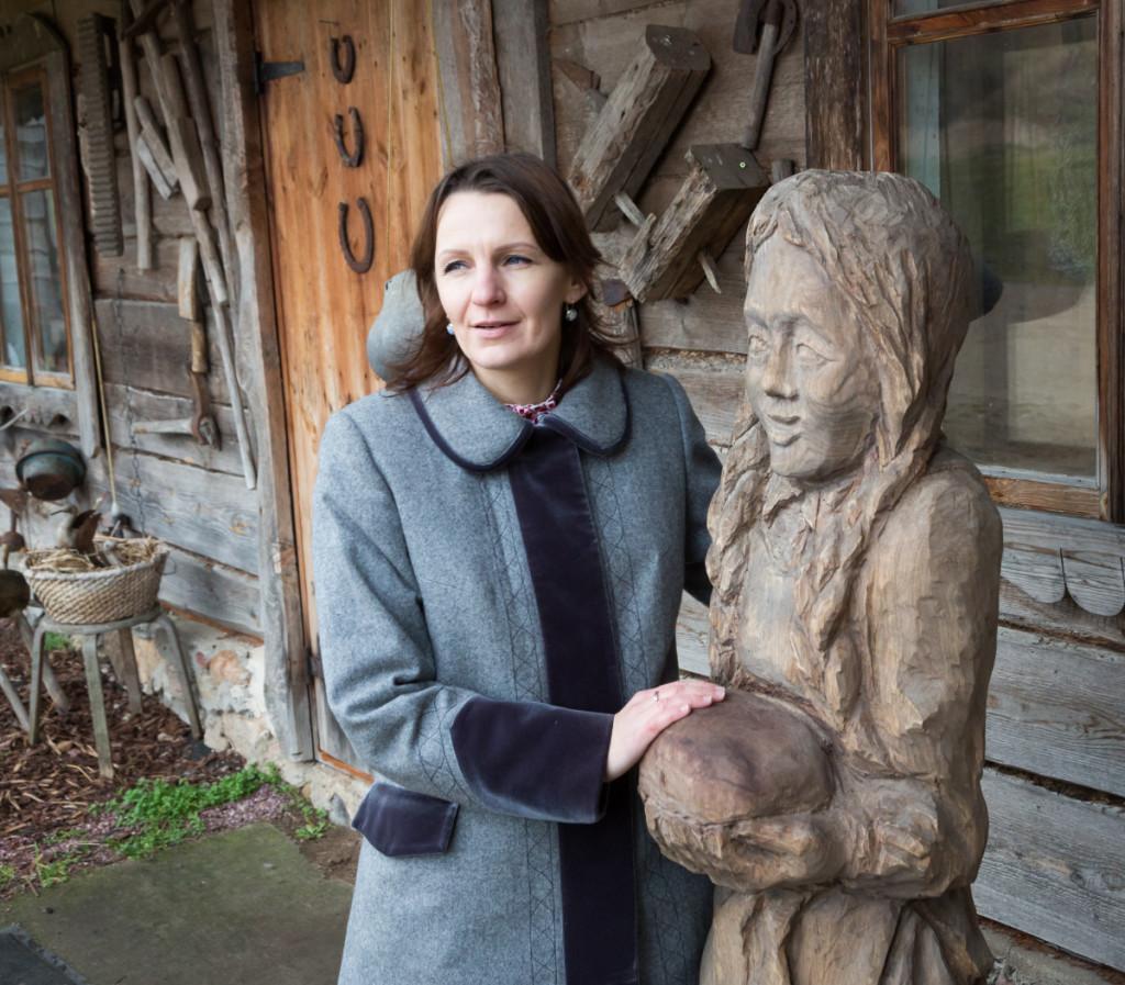 Prie sodybos muziejaus svečius pasitinka susitaikymo,gerumo ir piršlybų deivė Mildutė. M. Ambrazo nuotr.