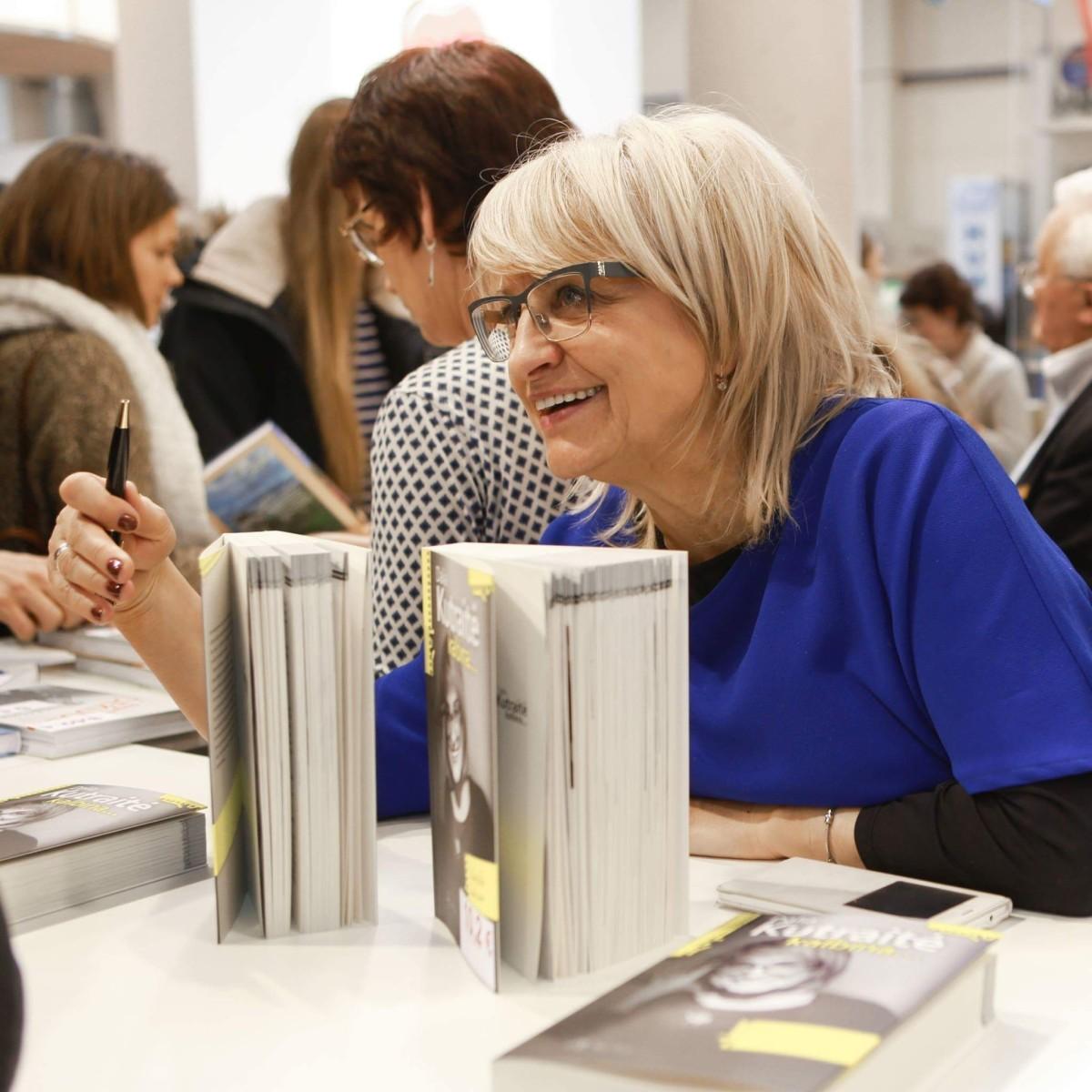 Vos ne kasmet D. Kutraitė pristato savo naują knygą Knygų mugėje. Asmeninio archyvo nuotr.