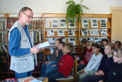 Rašytojas dažnai susitinka su mažaisiais skaitytojais. Asmeninio archyvo nuotr.