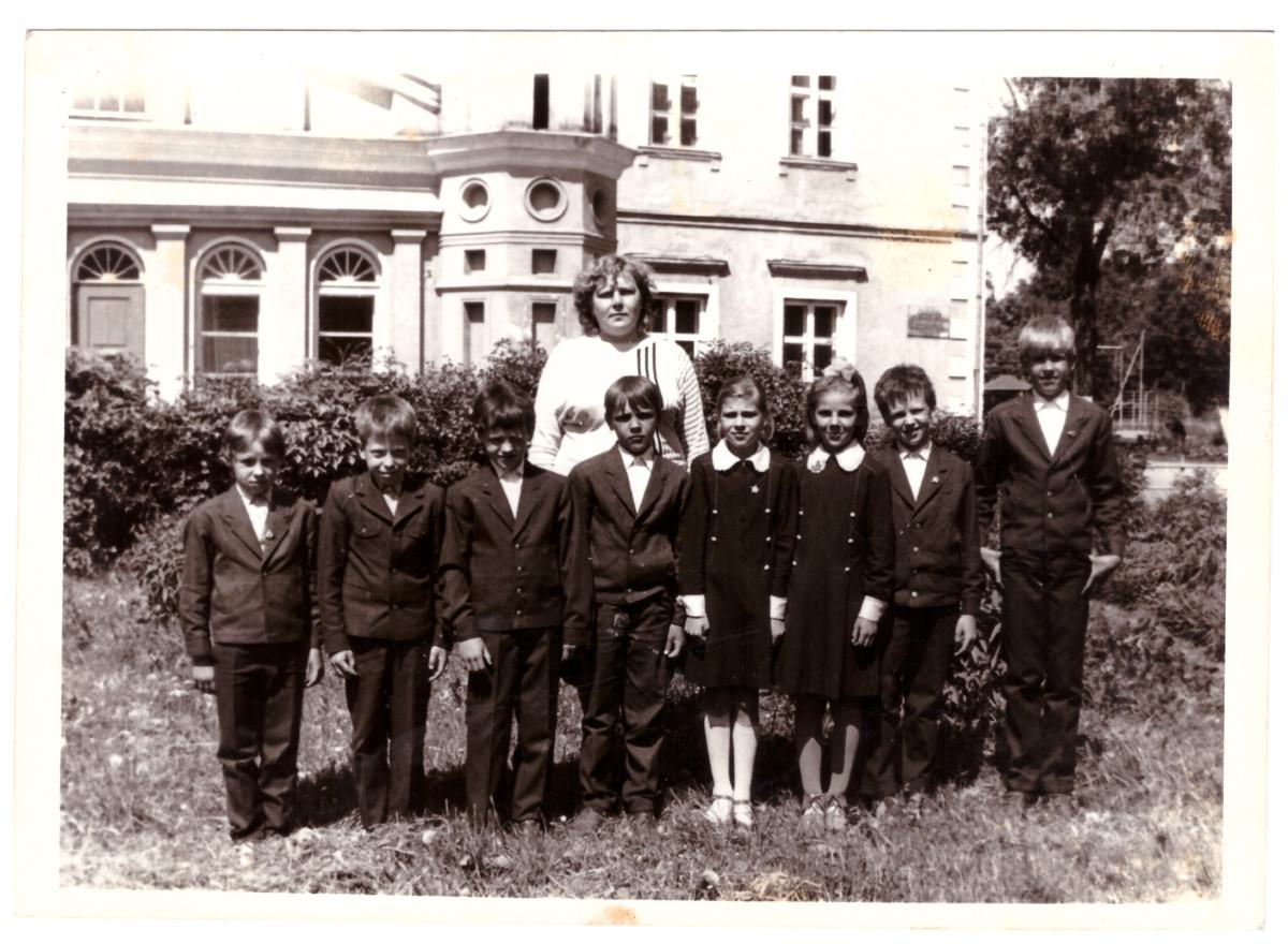 Panemunio pagrindinė mokykla buvo įsikūrusi dvaro rūmuose. Asmeninio archyvo nuotr.