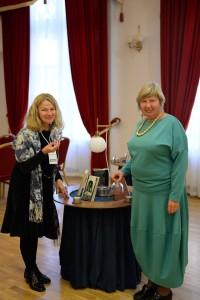 J.Sučylaitė su mokytoja, literate B.Šimkūniene