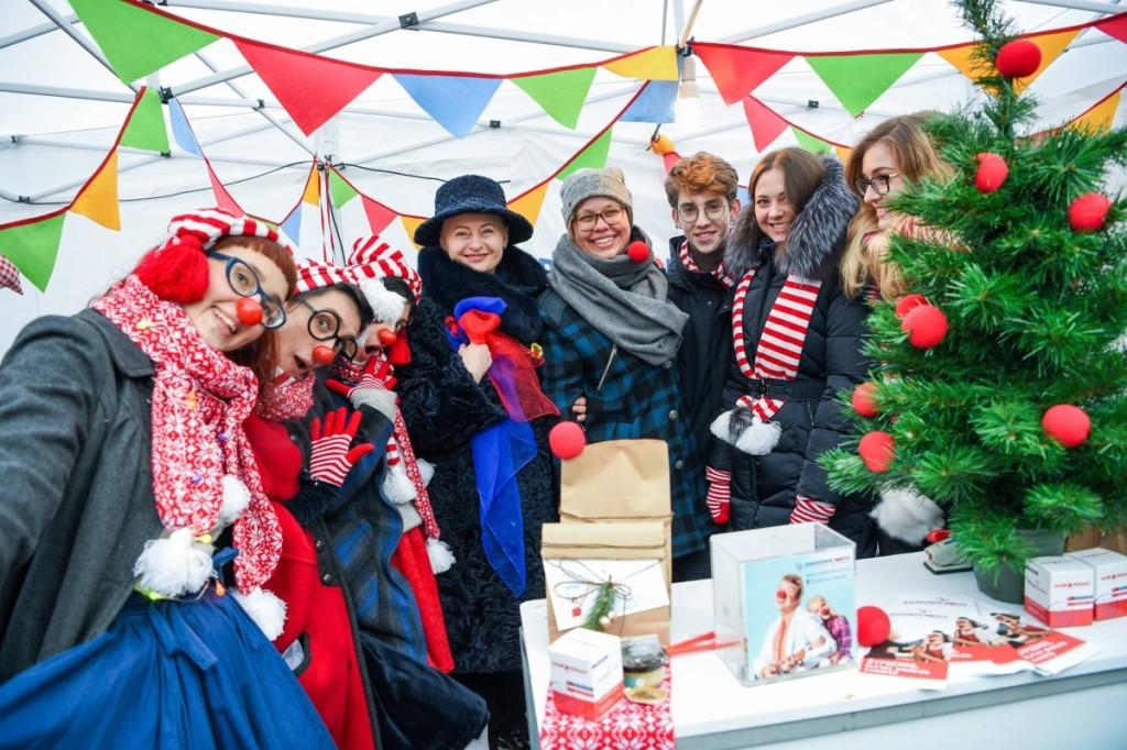 Prieš Kalėdas gydytojai klounai dalyvauja lėšų rinkimo akcijoje. Juos aplankė ir šalies prezidentė Dalia Grybauskaitė.