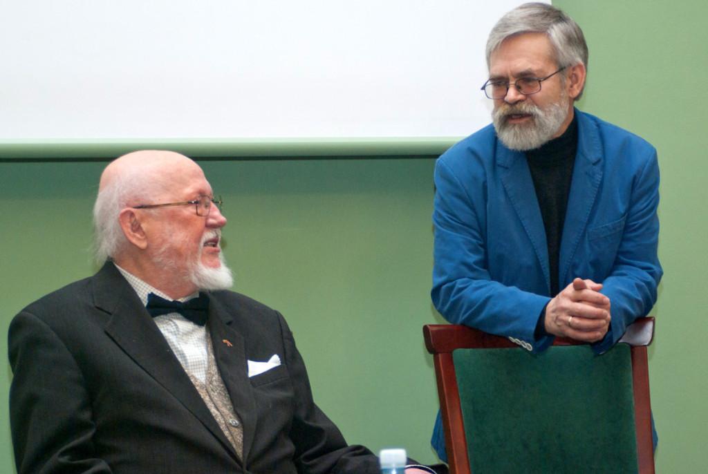 V.Braziūnas ir latvių poetas K.Skujeniekas – seni bičiuliai. (Ričardo Šaknio nuotrauka)