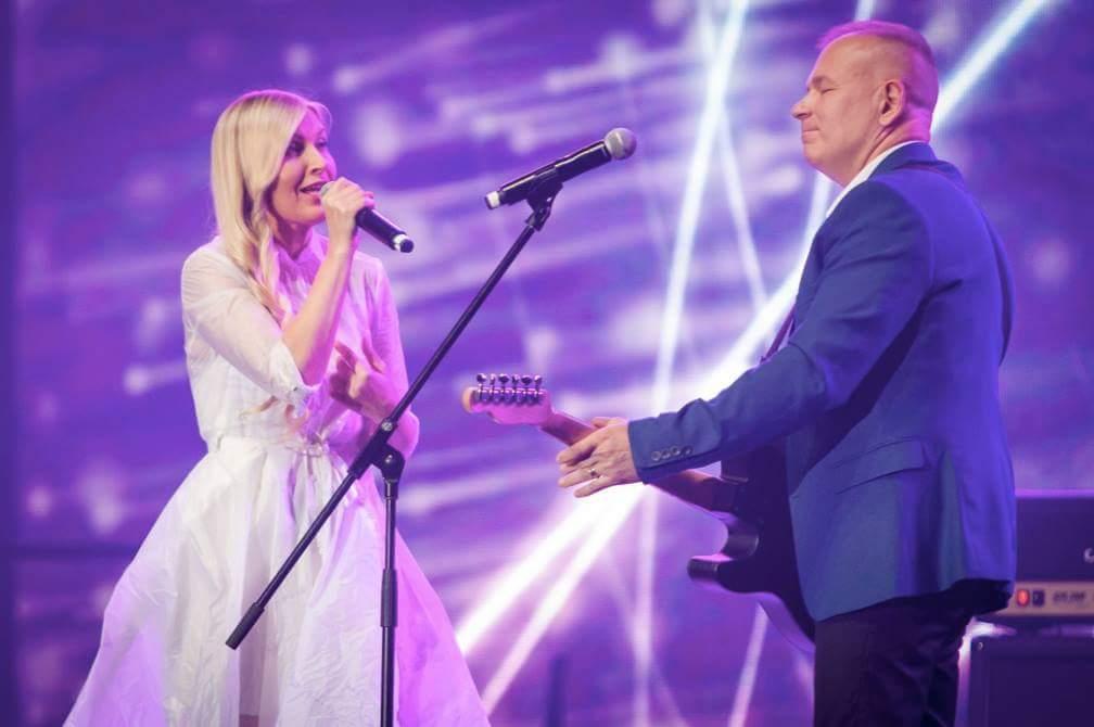 """L.Remeikienė dažnai koncertuoja su Rolandu Janušu bei legendine grupe """"Vairas""""."""