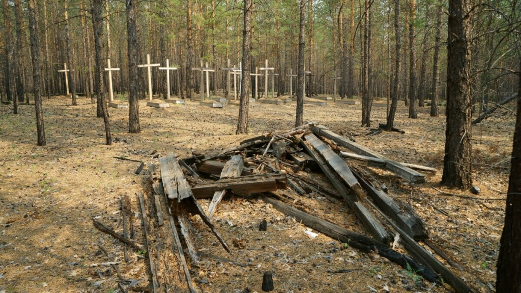 """Igarkoje buvo apie 200 tikrų meistrų darytų kryžių, deja, laikas ir nekompetentingi """"tvarkytojai"""" padaro daugiau žalos nei naudos. G. Aleknos nuotr."""