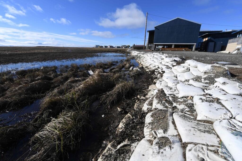 Šylanti tundra jau dabar didelio pavojaus zonomis pavertė per dešimtmečius joje įrengtus nuo juodligės kritusių elnių kapinynus.