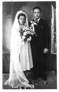 Vietinio fotografo užfiksuota 1943 metais įvykusių vestuvių akimirka.