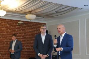 A.Macijauskas (iš dešinės) Žemės ūkio ministerijos atstovui K.Anužiui aiškino, kad pernykštis klaidingas sausros nuostolių skaičiavimas paliko nukentėjusius ūkininkus be kompensacijų.