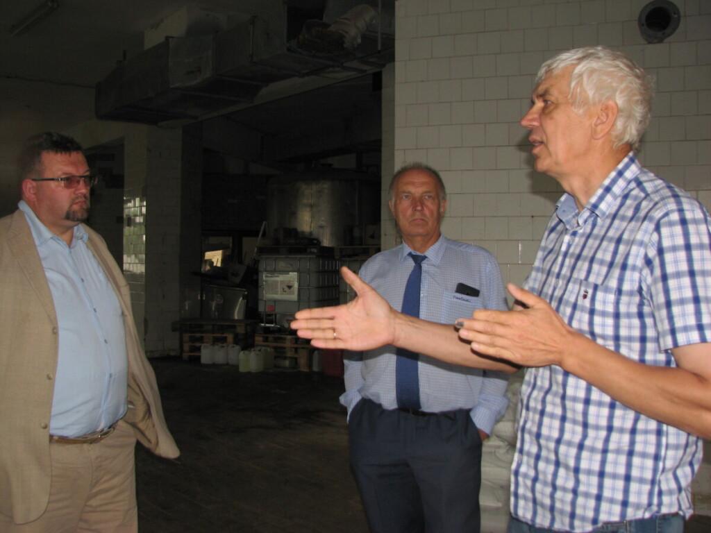 """""""Valstybė žemės ūkio kooperatyvams dar turi teikti prioritetą"""", – J.Kuzminsko (dešinėje) argumentams pritarė (iš kairės) A.Aleksandravičius ir R.Krasuckis."""