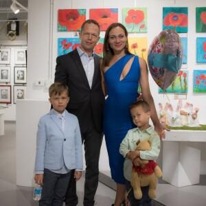 Poetė S.Avižienytė su vyru ir vaikais, smagiai atšventę Motinos dieną.