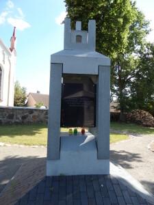 Prieš dvejus metus miestelyje buvo atidengtas paminklas, skirtas Musninkų valsčiaus savanoriams atminti.