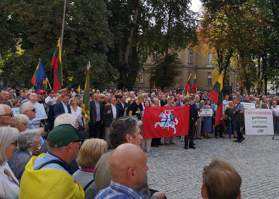 """Mitingas Vilniuje """"Apginkime Lietuvos didvyrius"""""""