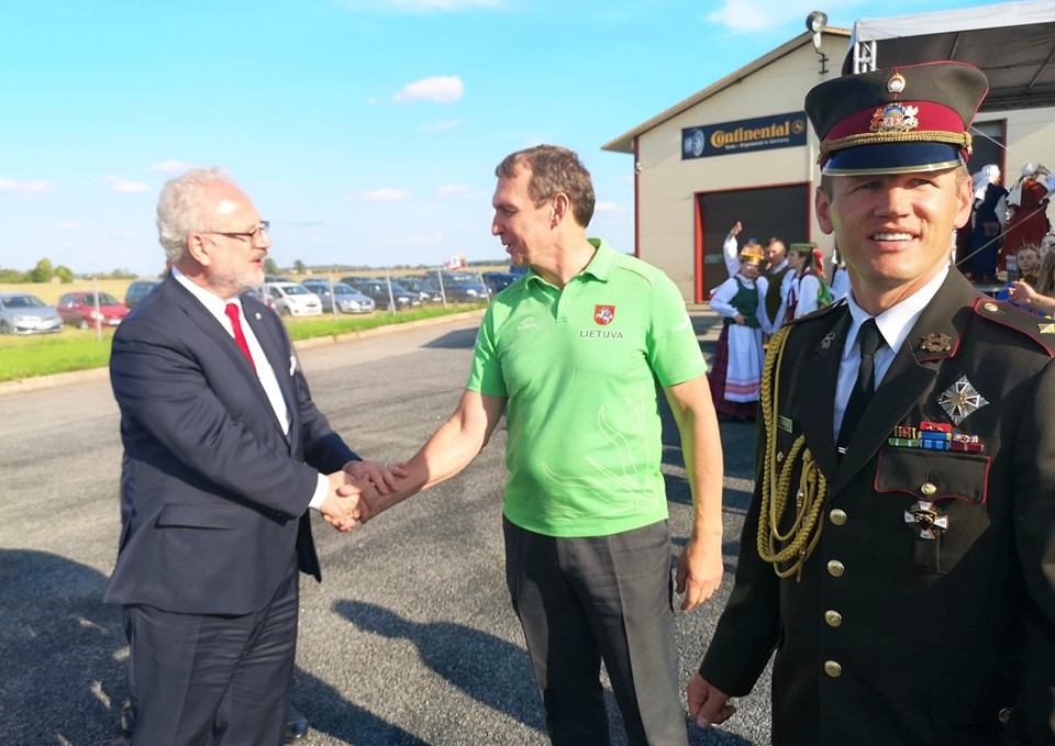 Lenkijos prezidento apsilankymas Saločiuose. Baltijos kelio 30-mečio minėjimas.