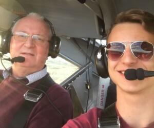 Dvidešimtmetis R.Maciulevičiaus sūnus Albertas, kaip ir tėtis, anksti įgijo piloto licenciją, skraido, organizuoja skrydžių varžybas.
