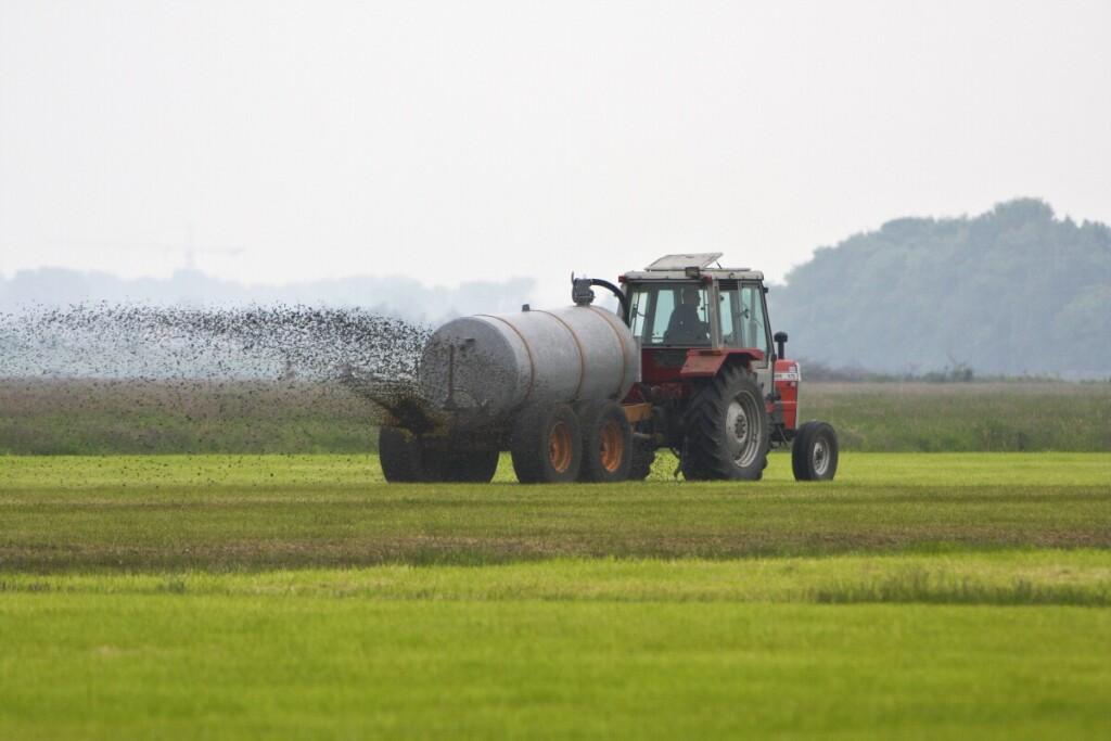 Aplinkos ministerijos atstovai tvirtina, kad tokių pokyčių reikia norint sumažinti į atmosferą išmetamų teršalų iš žemės ūkio sektoriaus kiekį. Bendrovės nuotr.