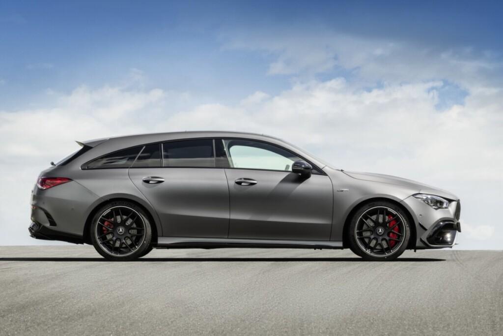 """2019 metų """"Mercedes-Benz CLA"""" iš šono šiek tiek primena ryklį."""