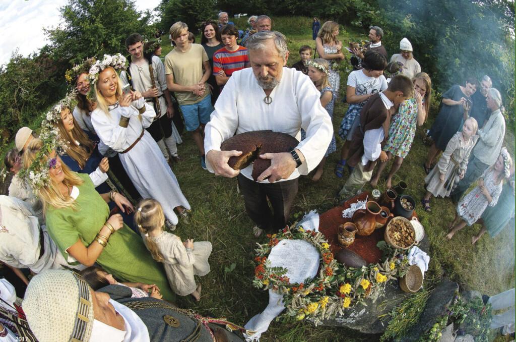 Vasaros brandoje, rugpjūčio 15-ąją, švenčiama Žolinė.