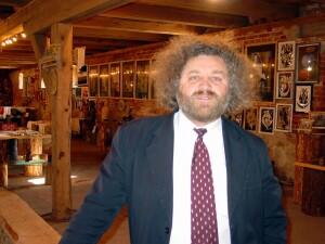 Seniūno V.Cikanos teigimu, jo jaunystės svajonė, kad kaimo žmonės prisiliestų prie meno, veiktų galerijos, išsipildė.