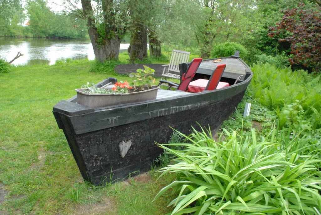 Žvejo sodyboje daug praeitį liudijančių daiktų ir rakandų.