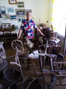 Onuškio bendruomenės pirmininkė E. Blažienė 30 metų rinko eksponatus krašto muziejui.