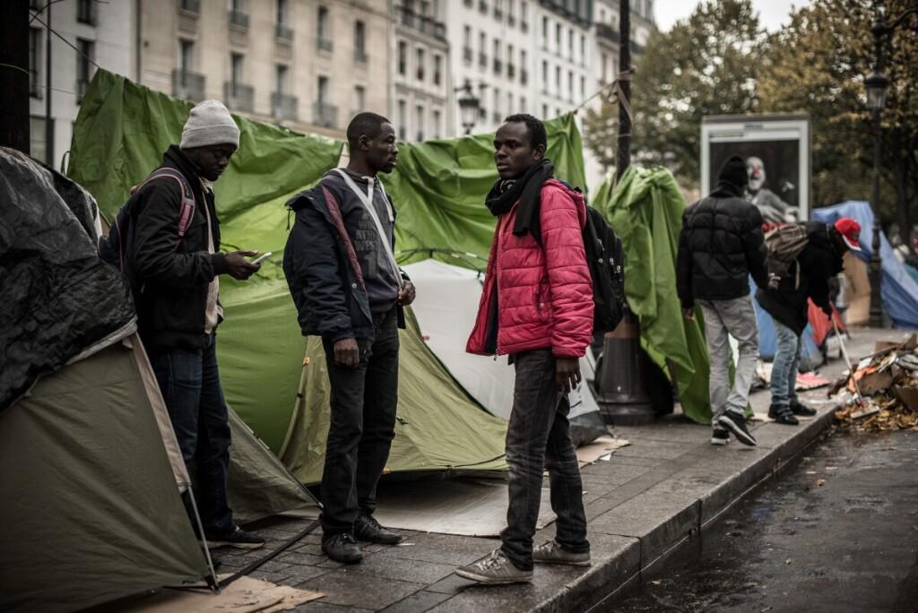 Migrantų iš Afrikos stovyklavietės Paryžiaus centre prieš 3 metus. Kas bus po dar 10 metų?