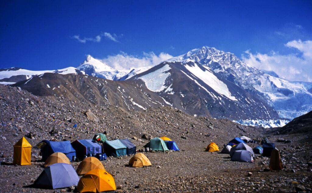 Sisia Pangmos viršūnė iškilusi į 8 027 metrų aukštį.