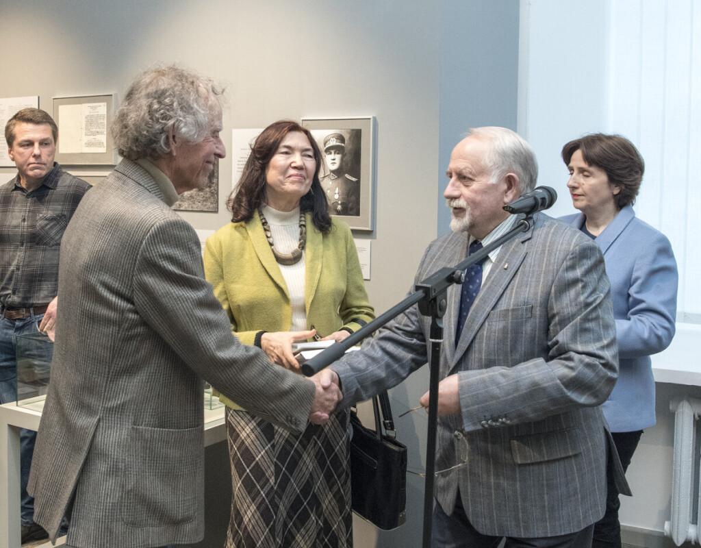 """Gražiną Zitą ir Kazį """"Lapteviečių"""" organizacija pernai apdovanojo Da;lios Grinkevičiūtės atminties ir pagarbos medaliais"""