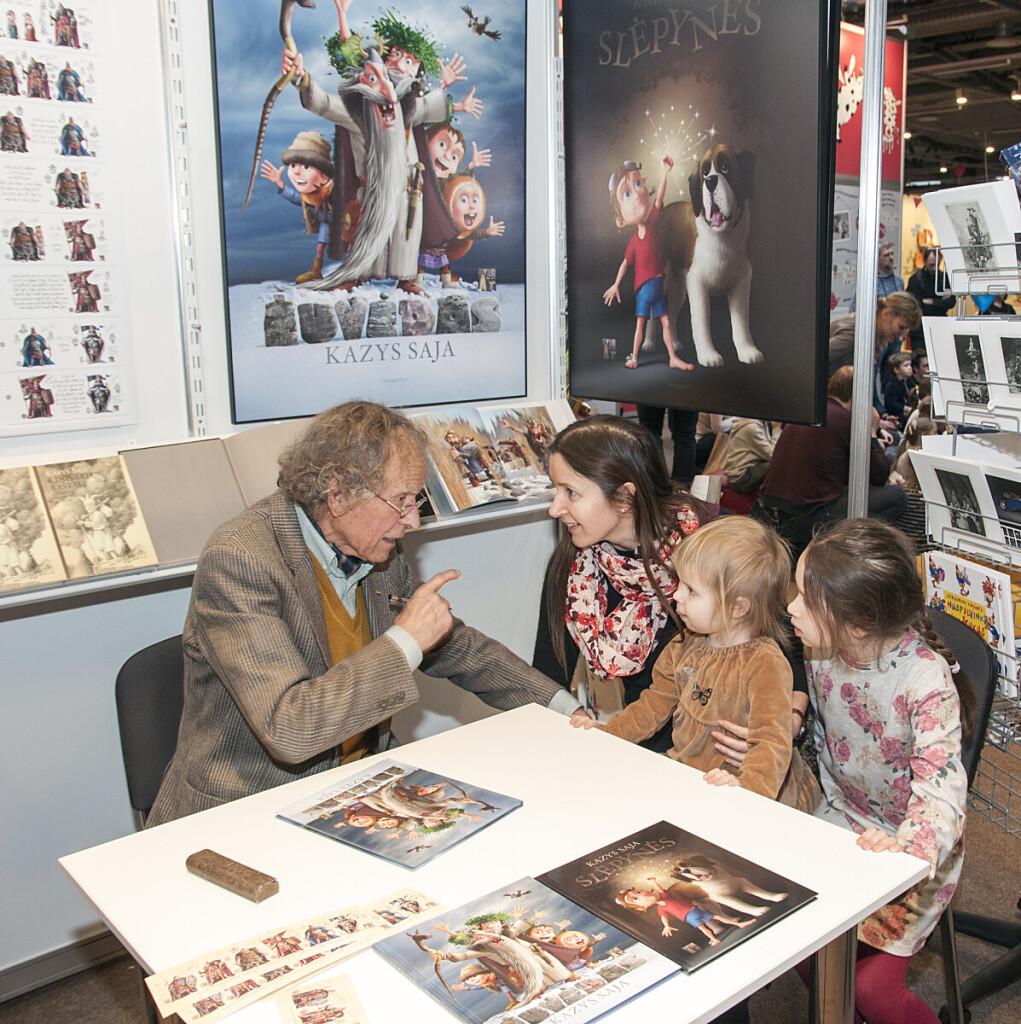 K. Saja - mėgstamas vaikų ir paauglių rašytojas, dažnai dalyvaujantis susitikimuose su skaitytojais